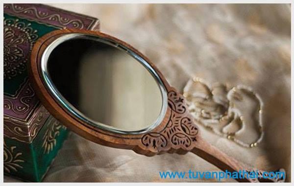 Kiểm tra màng trinh còn hay mất bằng chiếc gương